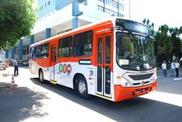 Ônibus com identidade visual do SIM, apresentado no lançamento do Sistema Integrado