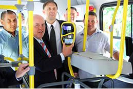 Prefeito testou cartão eletrônico para acesso aos ônibus